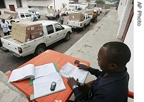Walter Kalonja registers the pickup trucks which are fully loaded with voting kits for the upcoming elections in Kinshasa, July 27, 2006<br />