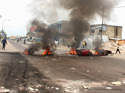 Protesters against the new electoral law burn tires in Kinshasa on 1.19.2015