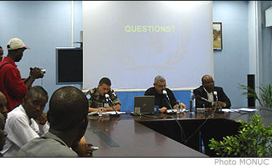 At its weekly press conference this Wednesday on 31October, 2007, MONUC declared that around 200 children are enrolled in the FARDC, particularly among brigades deployed to North Kivu. MONUC also indicated that the expulsions of Congolese citizens from Angola to Kasai Occidental continue.