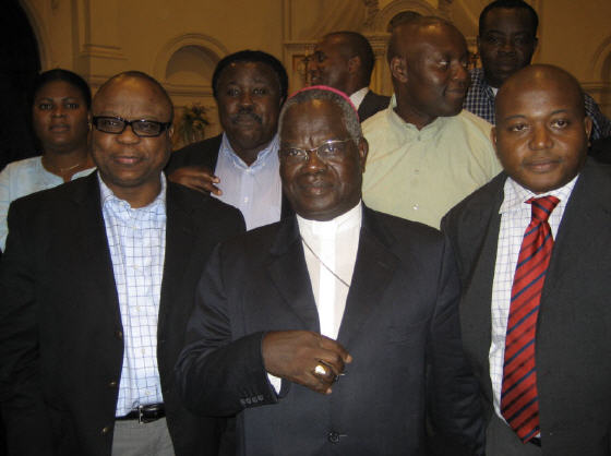 Mgr. Monsengwo rencontre la communaut� congolaise de Washington,DC le 9.5.2006
