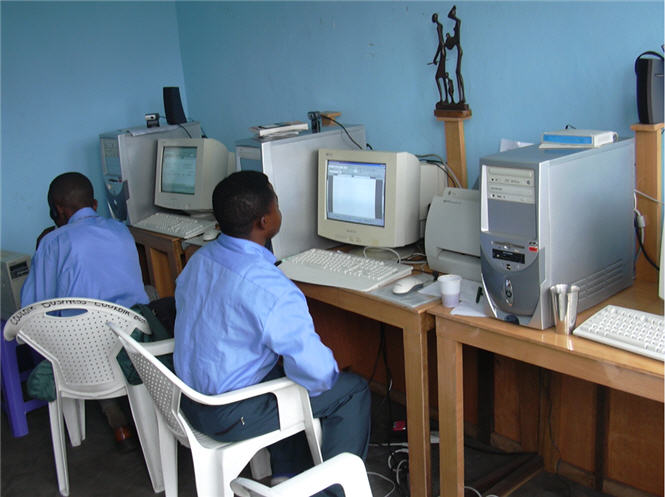 Couloir business cyber cafe, 1 rue akuta Q/2 commune de n'djili